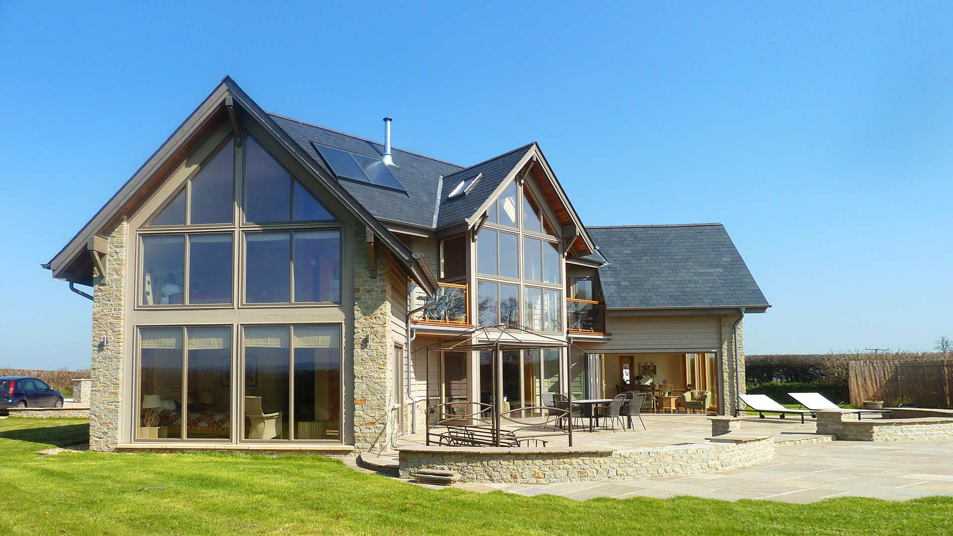 House design rural - North American Style House With Plentiful Glazing In Rural Dorset